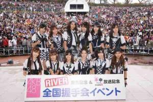クリスマス前にAKB48と握手しよう!「希望的リフレイン」発売記念の握手会が11月26日開催!